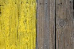 Plance di legno verniciate colore giallo fotografie stock