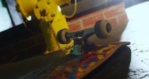 Planche à roulettes dans l'arène 4k de planche à roulettes clips vidéos