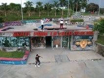 Planche à roulettes en Colombie photo libre de droits