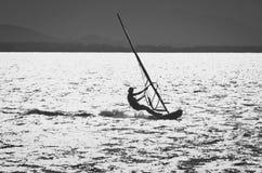 Planche à voile en mer Images stock