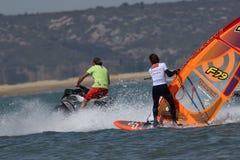 Planche à voile Sam Esteve au vent du monde dans Leucate, France image libre de droits