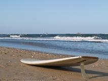 Planche de surfing Photographie stock libre de droits