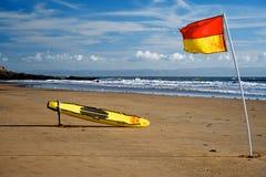 Planche de surfing de maître nageur Photo stock