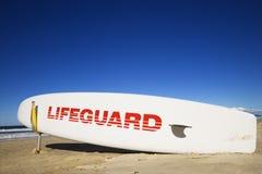 Planche de surfing de maître nageur. Images libres de droits