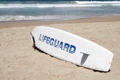 planche de surfing de sauvetage de maître nageur Photographie stock