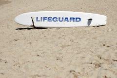 planche de surfing de sauvetage de maître nageur Photo libre de droits