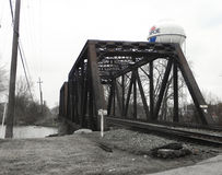 Planche el puente del tren sobre el río en Monroe, Michigan Fotos de archivo