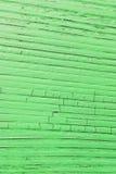 Planche en bois criquée, verte Photos libres de droits