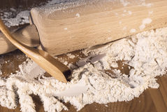 planche pour la pâte et la cuillère Images stock