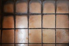 Plancher carrelé dans les taches et le champignon de sélection d'abus de toilette Le concept de l'humidité et de la saleté et l'e images libres de droits