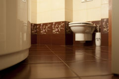 Plancher carrelé de salle de bains Image stock