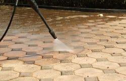 Plancher de bloc de béton de nettoyage Photo libre de droits