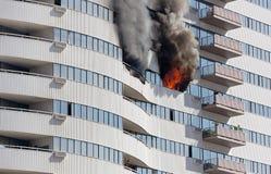 Plancher de gratte-ciel sur le feu images libres de droits