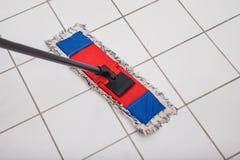 Plancher de lavage Photographie stock libre de droits