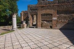 Plancher de mosaïque à la villa de Hadrians images stock