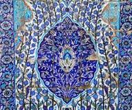 Plancher de tuiles floral bleu trouvé en Israël Photos libres de droits