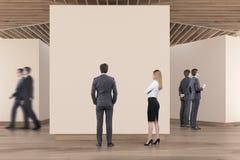 Plancher en bois de galerie d'art, plafond, les gens Photos stock