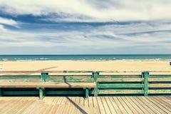 Plancher et barrière en bois pour des acces à la plage Photographie stock