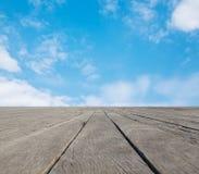 Plancher et ciel bleu Photos stock