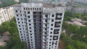 Planchers abandonnés d'un gratte-ciel abandonné banque de vidéos