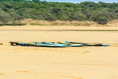Planches de surf sur la plage Images libres de droits