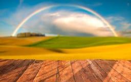 planches en bois avec le paysage italien sur le fond Photos stock