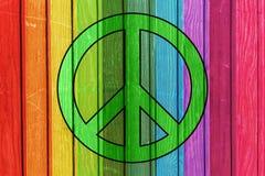 Planches en bois colorées - symbole de paix photographie stock libre de droits