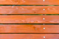 Planches en bois de banc se tenant dans le macro de parc images stock