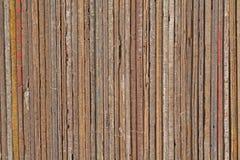 Planches en bois et textures dans une pile soignée Images stock