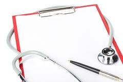 Planchette blanc avec le stéthoscope images stock