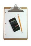 Planchette, calculatrice, crayon, et papier photographie stock