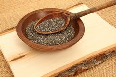 Plancia di legno di Chia Seeds With Spoon On fotografia stock
