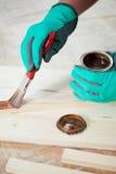 Plancia di legno di verniciatura Fotografia Stock Libera da Diritti