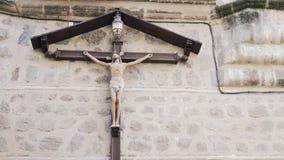 Plandeka puszek krzyż na budynek ścianie, Toledo Hiszpania zdjęcie wideo