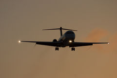 Plane approaching in sunset Royalty Free Stock Photos