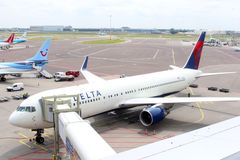 Delta Airlines at the gate, Amsterdam Schiphol Airport,Netherlands Stock Photography