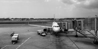 A plane docking at Changi airport in Singapore Stock Photography