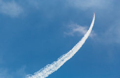 Plane doing aerial maneuver Royalty Free Stock Photos