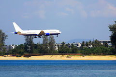 A plane landing Royalty Free Stock Photography