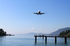 The plane is landing Royalty Free Stock Image