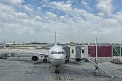 Plane on the Lisbon airport board to receive assistance and wait. Ing for passengers Royalty Free Stock Photography