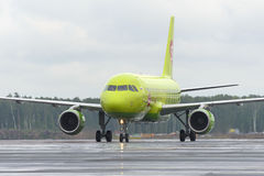 Plane makes taxiing on taxiway Domodedovo International Airport Royalty Free Stock Photos