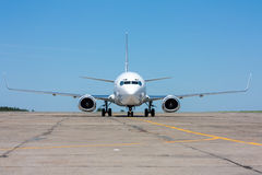 The plane moves on the taxiway. In the hot summer day stock photography