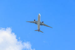 Plane prepare landing on blue sky Royalty Free Stock Photos