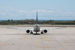 Plane ready for departure at the airport of Barcelona Royalty Free Stock Photos