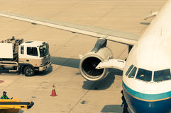 Plane Refueling Royalty Free Stock Photography