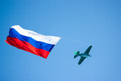 The plane in the sky with the Russian flag Royalty Free Stock Images
