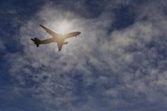 plane skyen Arkivfoton