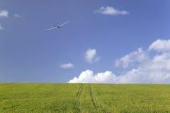 Planeador en el cielo fotografía de archivo