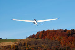 Planeador en vuelo. Fotografía de archivo
